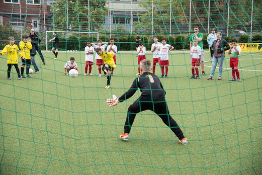 TuS E3-Jugend im Spiel um Platz 3 (Achtmeterschießen) gegen Rot-Weiß Mülheim E2 (5:3 n.A.). - (Foto: r.f.).