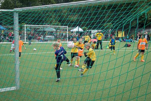 TuS F1-Jugend im Spiel gegen Rot-Weiß Mülheim F1 (3:0). - (Foto: r.f.).