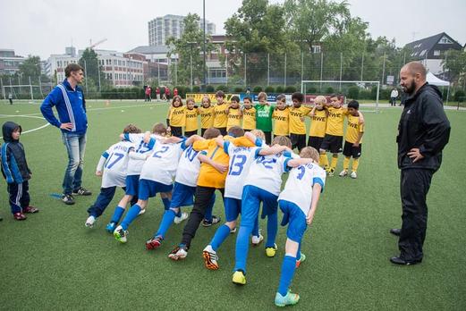 TuS F1-Jugend vor dem Spiel gegen DJK Blau-Weiß Mintard F1 (0:1). - (Foto: r.f.).