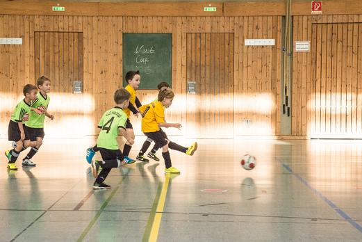 TuS Bambini 1 bei der Hallenwinterrunde, hier im Spiel gegen SuS Haarzopf. - Foto: r.f.