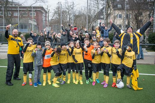 Die TuS E2-Jugend wurde verdienter Meister ihrer Gruppe in der Herbstrunde 2014/15. - Foto: r.f.