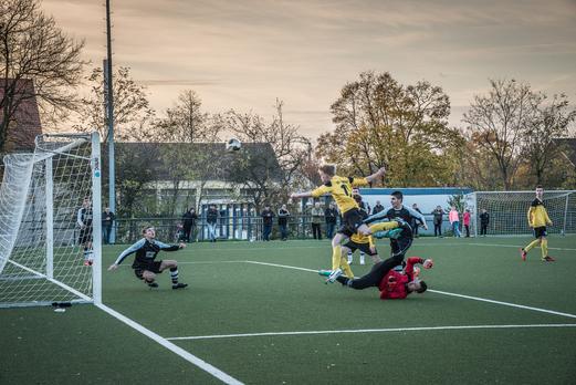 Mehr Dramatik geht kaum: Der 2:2 Ausgleich für die B1 beim 4:3 im Halbfinalspiel in Vogelheim. - Foto:r.f.