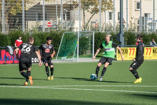 TuS 3. Mannschaft gegen Rot-Weiss Essen 3 (1:3), Pelmanstraße, 02.11.2014. - Foto: r.f.