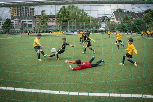 TuS E1-Jugend im Spiel gegen FC Saloniki-EFV (4:0). - (Foto: r.f.).