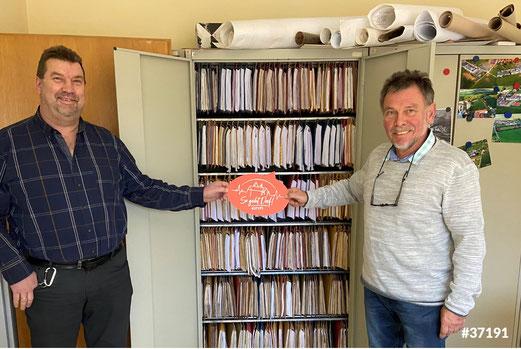 Ulli Wiese (rechts  im Bild) freut sich auf die baldige Staffelübergabe an seinen Nachfolger Otto Stitz (links im Bild).
