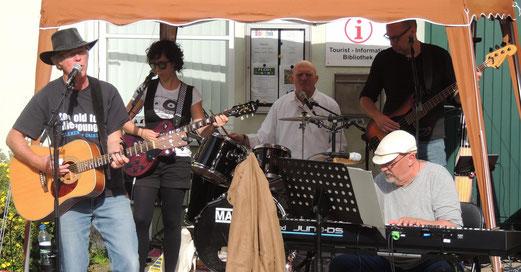 Eine gute Stimmung verbreiteten die fünf Freizeitmusiker der Gruppe Just For Fun.