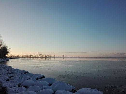 Winterliche Stimmung am Vättern-See in Vadstena