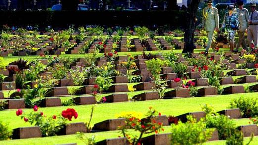 Op het ereveld van Kanchanaburi (Thailand) liggen 1896 Nederlandse graven. Bijna 3000 Nederlanders vonden de dood bij de aanleg van de beruchte spoorweg tussen Birma en Thailand, ANP
