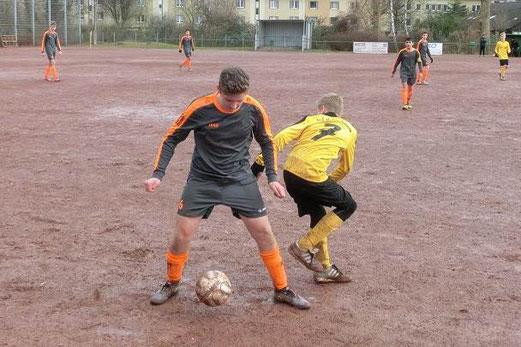 TuS C1-Jugend im Auswärtsspiel beiBallfreunde Bergeborbeck. - Fotos: s.v.g.