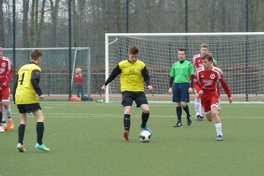TuS A-Jugend im Spiel beim TuSEM am Fibelweg. - Foto: mal.