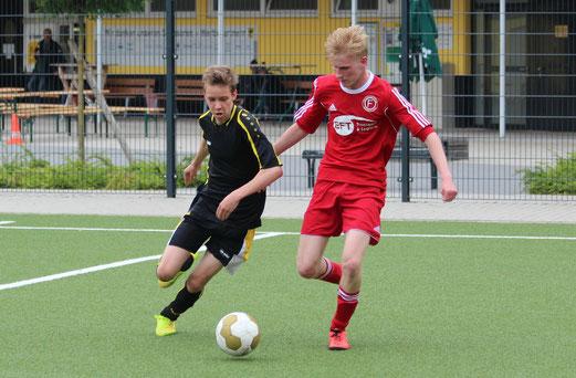 """""""Neue"""" TuS B-Jugend gegen Fortuna Bredeney. - Fotos: mal (1-2), abo (3-5)."""