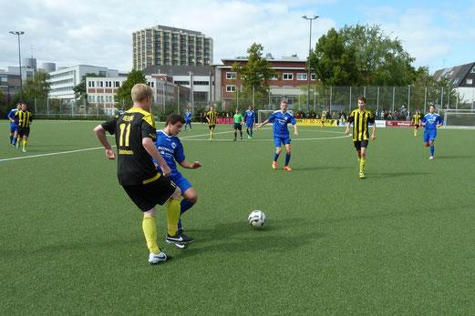 TuS A-Jugend im Heimspiel gegen die SG Schönebeck. - Fotos: mal.