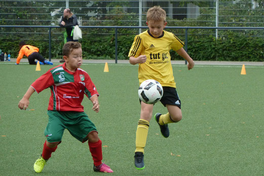 TuS E1-Jugend im Spiel gegen den Vogelheimer SV. - Fotos: mal.