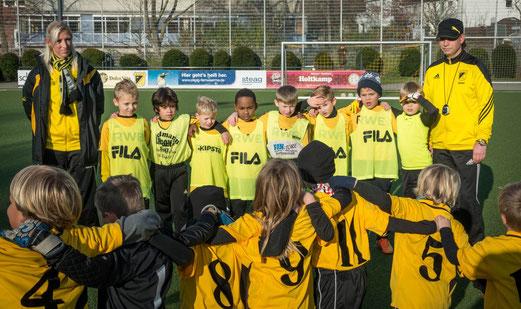 TuS F3 gegen die F2 von Spfr. Niederwenigern (oben), TuS F1 gegen SC Werden-Heidhausen (unten). - Fotos: r.f..