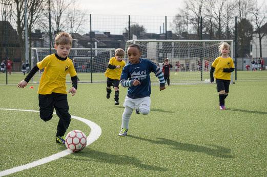 TuS Bambini 2 im Spiel bei FC Saloniki-EFV 2 an der Hövelstraße. - Foto: r.f.