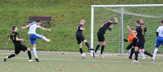 TuS A-Jugend im Spiel bei SG Kupferdreh-Byfang. - Fotos: abo.