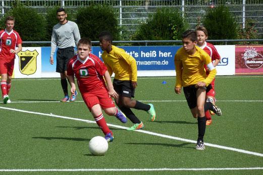 TuS D3-Jugend im Heimspiel gegen die D2 von TuS Essen-West 81. - Foto: mal.