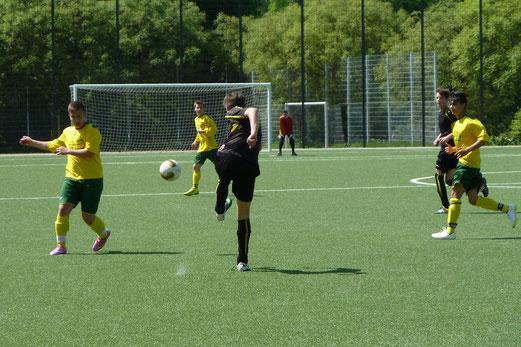 TuS B2-Jugend im Heimspiel gegen die B2 des FC Karnap. - Foto: mal.