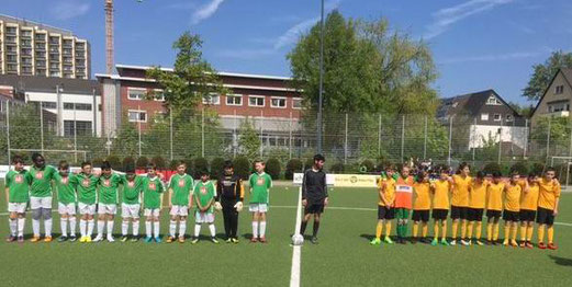 TuS D2-Jugend im Spiel gegen die D2 des SC Phönix. - Fotos: mz.
