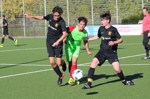 TuS A-Jugend im Spiel gegen den Vogelheimer SV. - Fotos: abo.