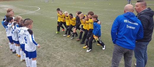 TuS F1-Jugend im Spiel beim VfB Frohnhausen. - Foto: mawe.