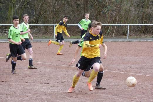 TuS B1-Jugend im Auswärtsspiel am Hallo in Stoppenberg. - Foto: mal.