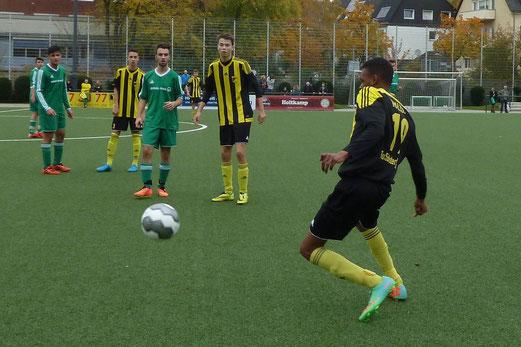 TuS A-Jugend im Heimspiel gegen den SV Borbeck. - Fotos: mal.