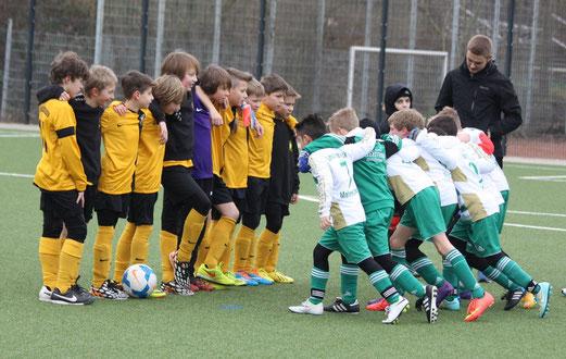 TuS E1-Jugend vor dem Spiel gegen die E2 der SpVgg. Schonnebeck. - Foto: p.d.