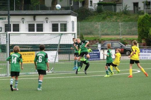 TuS D1-Jugend im Auswärtsspiel in Schonnebeck. - Fotos: s.v.g.