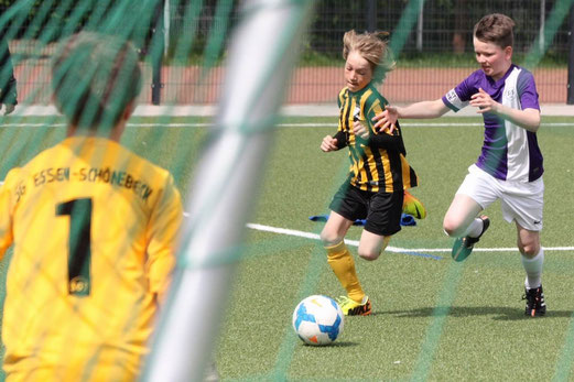 TuS E1-Jugend im Spiel gegen die SG Schönebeck. - Fotos: p.d.