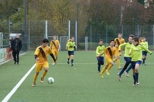 TuS B-Jugend im Spiel gegen die B2 von Fortuna Bredeney. - Fotos: mal.