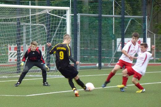 Zwei nahezu identische Treffer erzielte René Allgut für die C-Jugend gegen TuS Essen-West 81. - (Foto: mal).