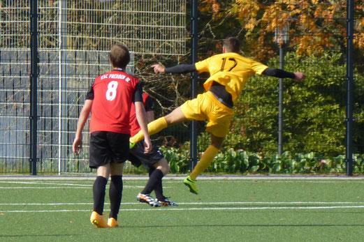 Distanzschüsse waren heute ein Mittel: Erste Mannschaft im Heimspiel gegen ESC Preußen. - Foto: mal.