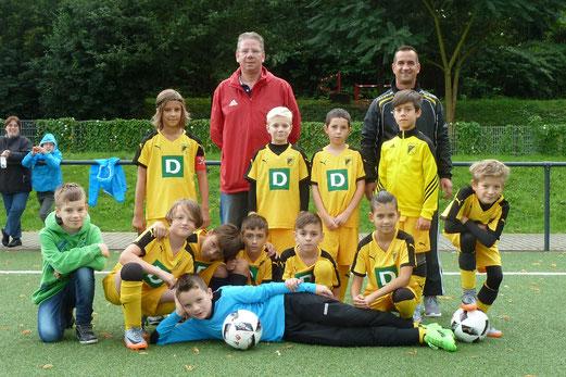 TuS E2-Jugend im Spiel gegen die E2 des FC Stoppenberg. - Fotos: mal.