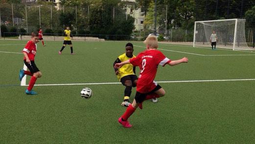 TuS C-Jugend im Testspiel gegen die C2 der SpVgg. Steele 03/09. - Foto: lua.
