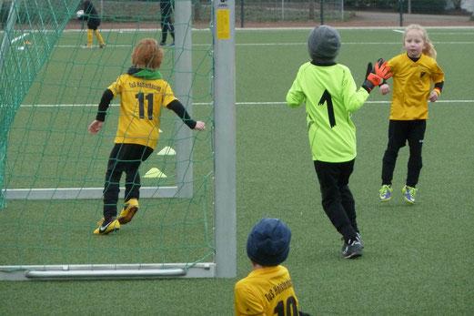 Zwanzig Tore erzielte die TuS Bambini 1 im Spiel gegen Ballfreunde Bergeborbeck. - Foto: mal.