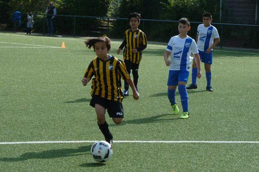 TuS E4-Jugend im Spiel gegen die E3 des VfB Frohnhausen. - Foto: mal.