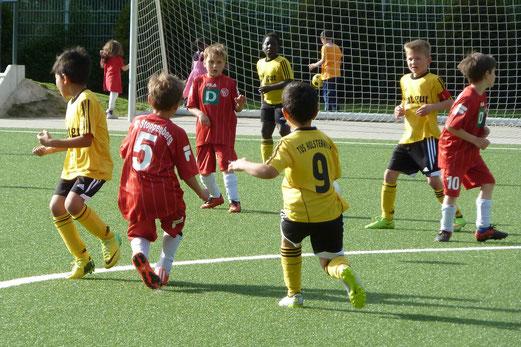 TuS F2-Jugend im Spiel gegen die F2 des FC Stoppenberg. - Foto: mal.