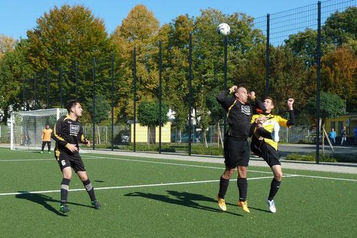 Dritte Mannschaft im Heimspiel gegen TuRa 86 3. - Fotos: mal.