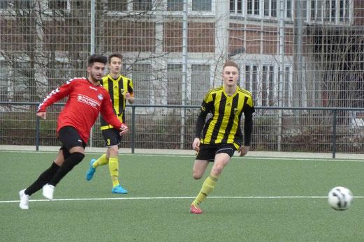 TuS A-Jugend im Heimspiel gegen TuS Essen-West 81. - Fotos: mal.