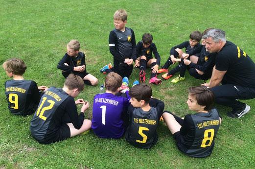 TuS D2-Jugend beim sonntäglichen D-Jugend Turnier in Bochum-Harpen. - Fotos: p.d.