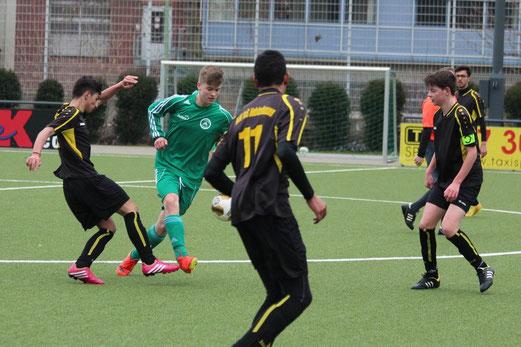 TuS B2-Jugend im Heimspiel gegen die B1 des TuSEM. - Foto: abo.