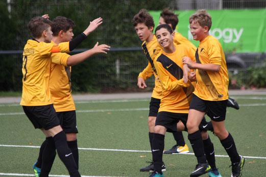 TuS C1-Jugend im Spiel gegen SpV. Kray 04. - Fotos: pad.