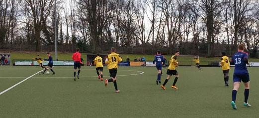 TuS B-Jugend im Auswärtsspiel bei der B2 des Heisinger SV. - Foto: lua.