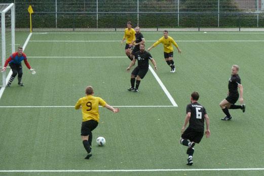 Zweite Mannschaft im Heimspiel gegen SG Schönebeck 3. - Fotos: mal (1,3,5,6), ings (2,4)..