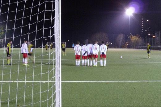 Vor dem 3:0, TuS A-Jugend im Kreispokal-Viertelfinale gegen den FSV Kettwig. - Fotos: mal.