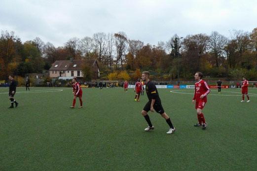 TuS Zweite Mannschaft im Heimspiel gegen TuSEM 2. - Fotos: mal.