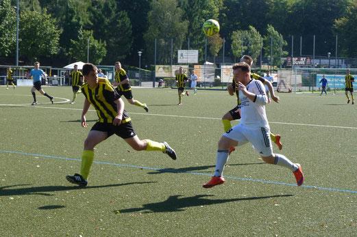 TuS A-Jugend im Testspiel in Mülheim-Raadt. - Fotos: mal (1,2,7), abo (3-6)..