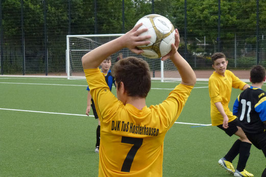 "Knapper 2:1 Erfolg gegen Schwarz-Blau Gladbeck: ""neue"" C-Jugend - ""alte"" D1. - (Foto: mal)."
