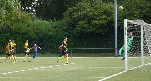 TuS A-Jugend im Auswärtsspiel beim Vogelheimer SV. - Fotos: mal.